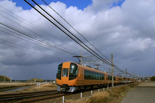 22600形「Ace」に30000形「ビスタEX」.jpg