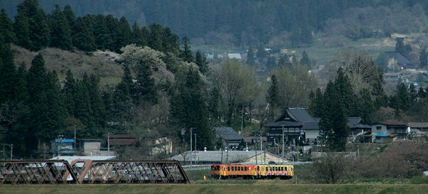 20180422山形鉄道フラワ-長井線2.JPG